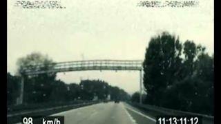 Czeski rowerzysta ucieka przed policją na autostradzie