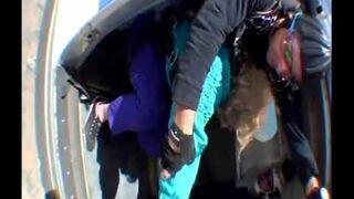 80-latka skacze ze spadochronem