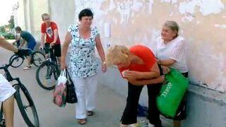 Bójka babci w centrum miasta