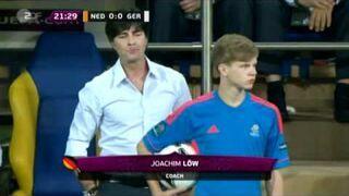 Joachim Loew robi dowcipy na meczu