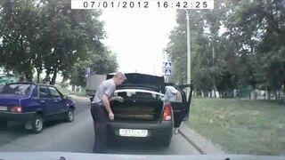 Wściekły kierowca taksówki w Rosji