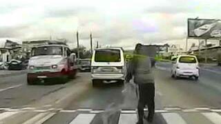 Rosja: Pieszy potrącił samochód