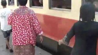 Wsiadanie do pociągu w Tajlandi