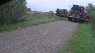 Rosja: Kombajn na drodze