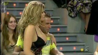 Hot girl losses her skirt during talk-show