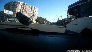 Kuriozalny wypadek na skrzyżowaniu!