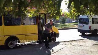 Rosja: Pijak vs Kierowca busa