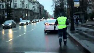 Girl on a Ford Mondeo traveling with refueling/ Девушка на Ford Mondeo