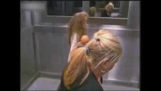 Dziewczyna duch w windzie!
