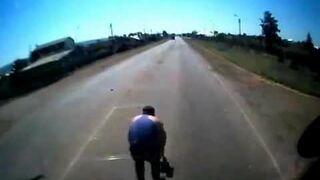 Kierowca spotyka dzieciaka na drodze