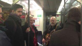 Kim Wilde - Merry Christmas (w metrze)