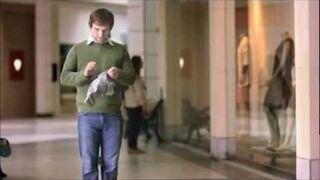 A ty co robisz jeśli kobieta prosi Cię o potrzymanie torebki