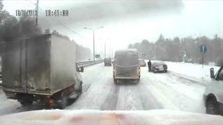 Duży wypadek na drodze