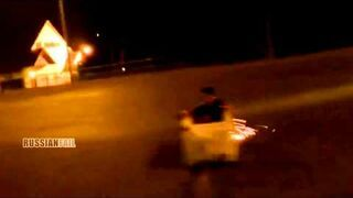 Rosja: ciągnięty w lodówce za samochodem