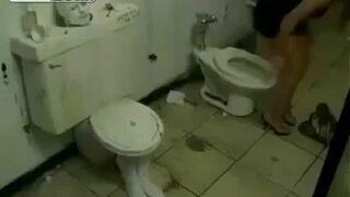 Ukryta kamera w toalecie