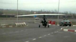 Tankowanie motolotni na stacji benzynowej i odlot