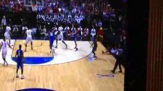 Koszykarz okropnie łamie nogę
