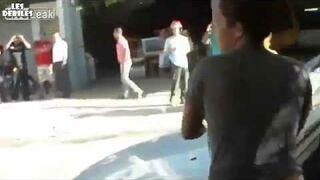 Wkurzona kobieta demoluje samochód
