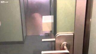 Niesamowite drzwi do toalety