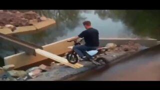 Motorbike Fall FAIL (FP)