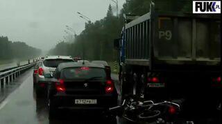 Ciężarówka przejechała po motocykliście