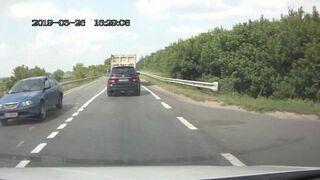 Rosja, ciężarówka gubi koła