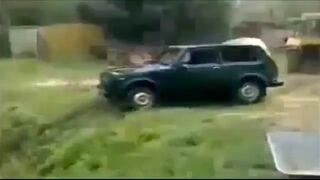 Wyciąganie samochodu z rzeki