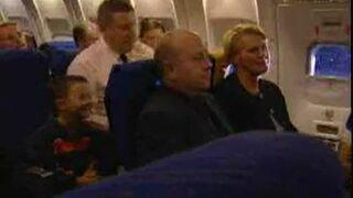 Niegrzeczny dzieciak w samolocie