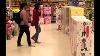 Lalki w sklepie zamienione na karły