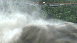 Zapora po tropikalnej burzy na Tajwanie