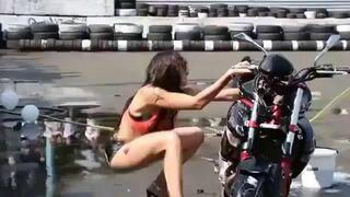 Laska myje motor