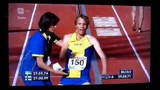 Szwedzki sportowiec, całkowicie wyczerpany na bieżni