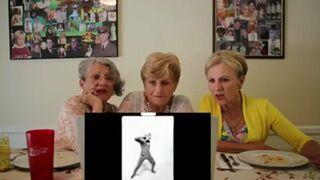 Babcie surfują po Internecie