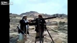 Talib z nowym karabinem