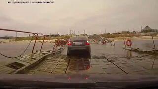 Rosja: Jazda po zarwanym moście