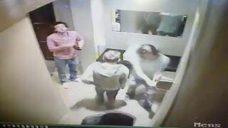 Gimbusy obrywają za palenie trawki w toalecie