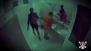 Horror w toalecie - Ukryta kamera