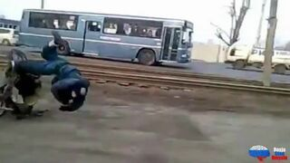 Rosyjski kaskader na skuterze