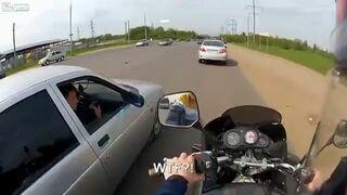 Rosja - motocyklista vs. taksówkarz