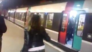 Wypchnęli jąz metra