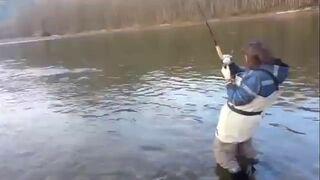 Pierwszy raz na rybach. Zobacz reakcje!