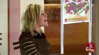 Żart: Uderzanie drzwiami u lekarza kaleki