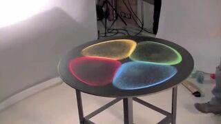 Dźwięk może być widoczny na powierzchni płyty żelaznej?