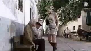 Gorąca blondynka całuje dziadka - Nicorette