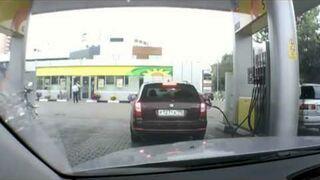 Blondynka na stacji benzynowej BP - crazy fail