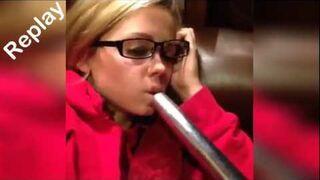 Usta dziewczyny wciągnięte przez odkurzacz