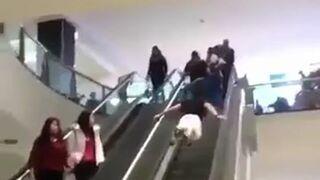 Supermen na ruchomych schodach