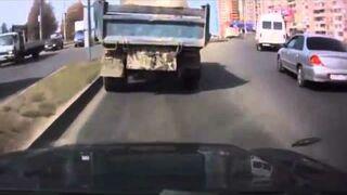 Wyładunek betonu w czasie jazdy - Rosja