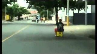 Dziwny pojazd - motorowa skrzynka piwa