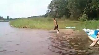 Kołek umie biegać po wodzie!